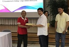 Dewan Paroki memberikan apresiasi kepada pengurus wilayah dan lingkungana